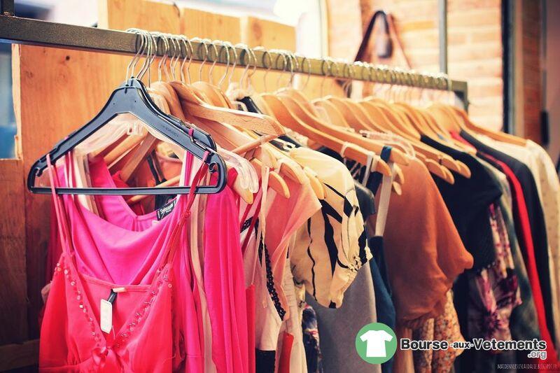 Bourse Et La Vide Photo Vêtements De Aux Dressing HWDIE29Y